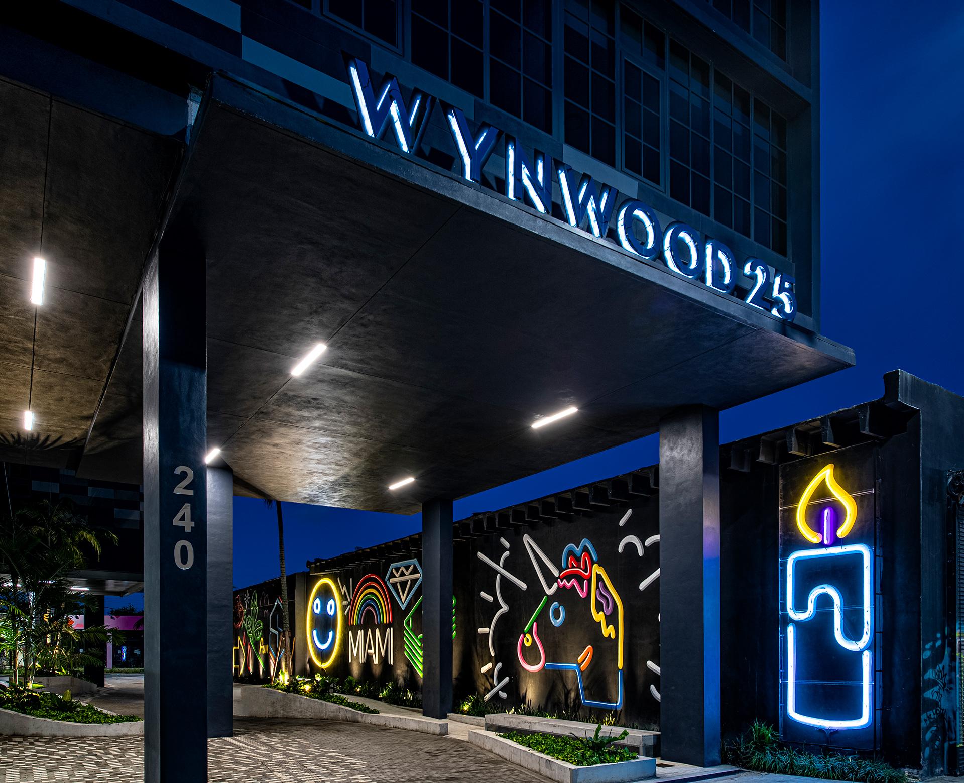 Entrance neon art by Typoe